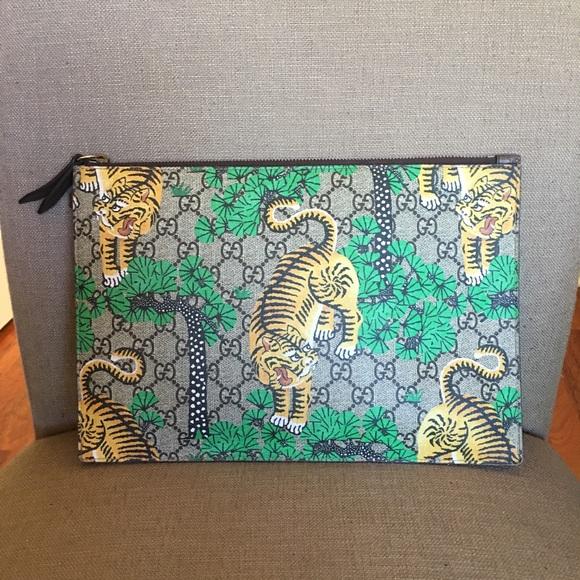 b28ebe32821 Gucci Handbags - Gucci Bengal Tiger Clutch